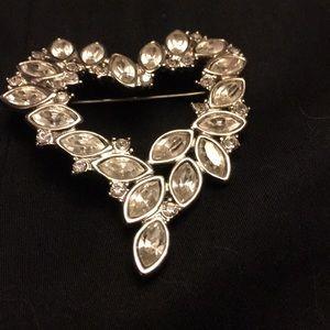 Jewelry - Beautiful pin